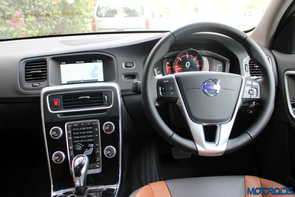 Volvo S60 Cross Country driver cockpit
