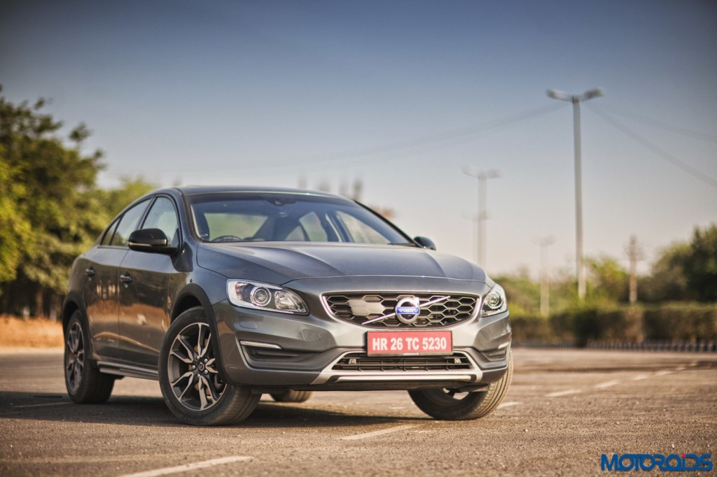 Volvo S60 Cross Country front three quarters (2)
