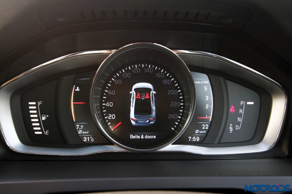Volvo S60 Cross Country instrument cluster (2)