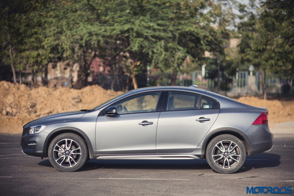 Volvo S60 Cross Country side profile left