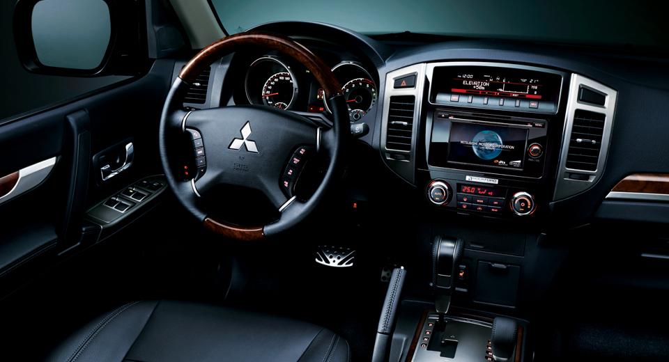 2016 Mitsubishi Montero (3)