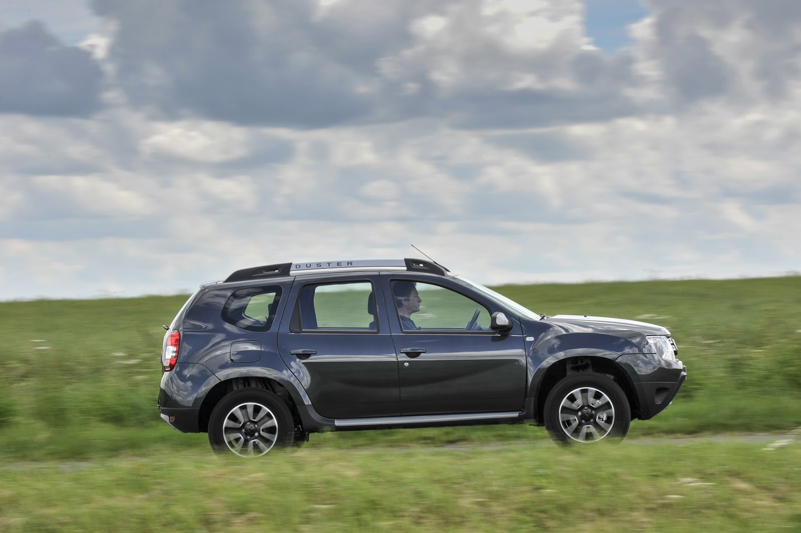 the dacia duster is now available with a dual clutch automatic transmission motoroids. Black Bedroom Furniture Sets. Home Design Ideas