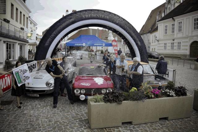 Apollo Vredestein-tyre-clad Alfa Romeo 2000 Bertone wins 2016 Wachau Classic