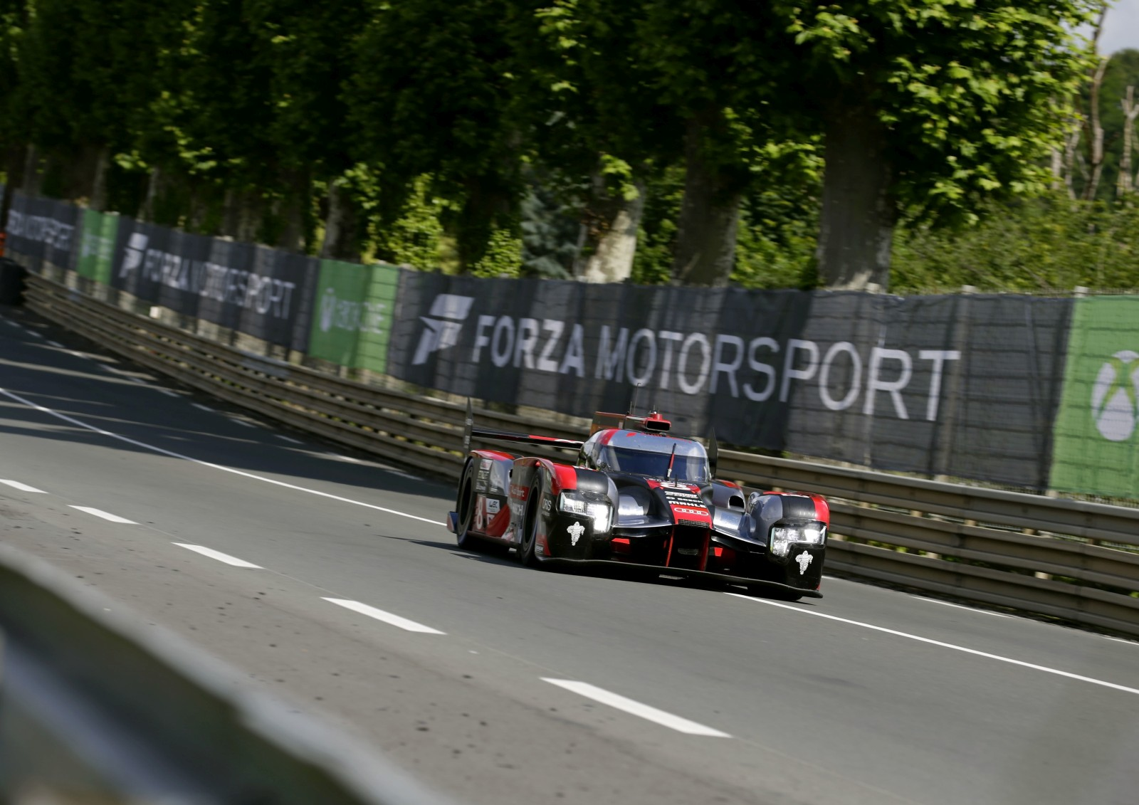 le mans 24 hours porsche emerges winner as race leading toyota car conks off in final moments. Black Bedroom Furniture Sets. Home Design Ideas