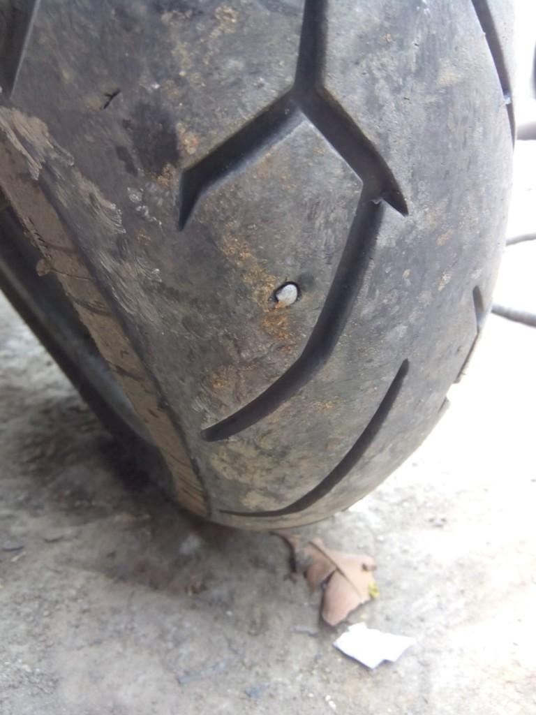 Mahindra Mojo tyre puncture (2)