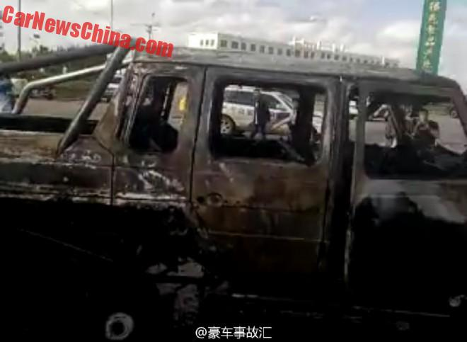 Mansory tuned Mercedes-Benz G63 6X6AMG catches fire (2)