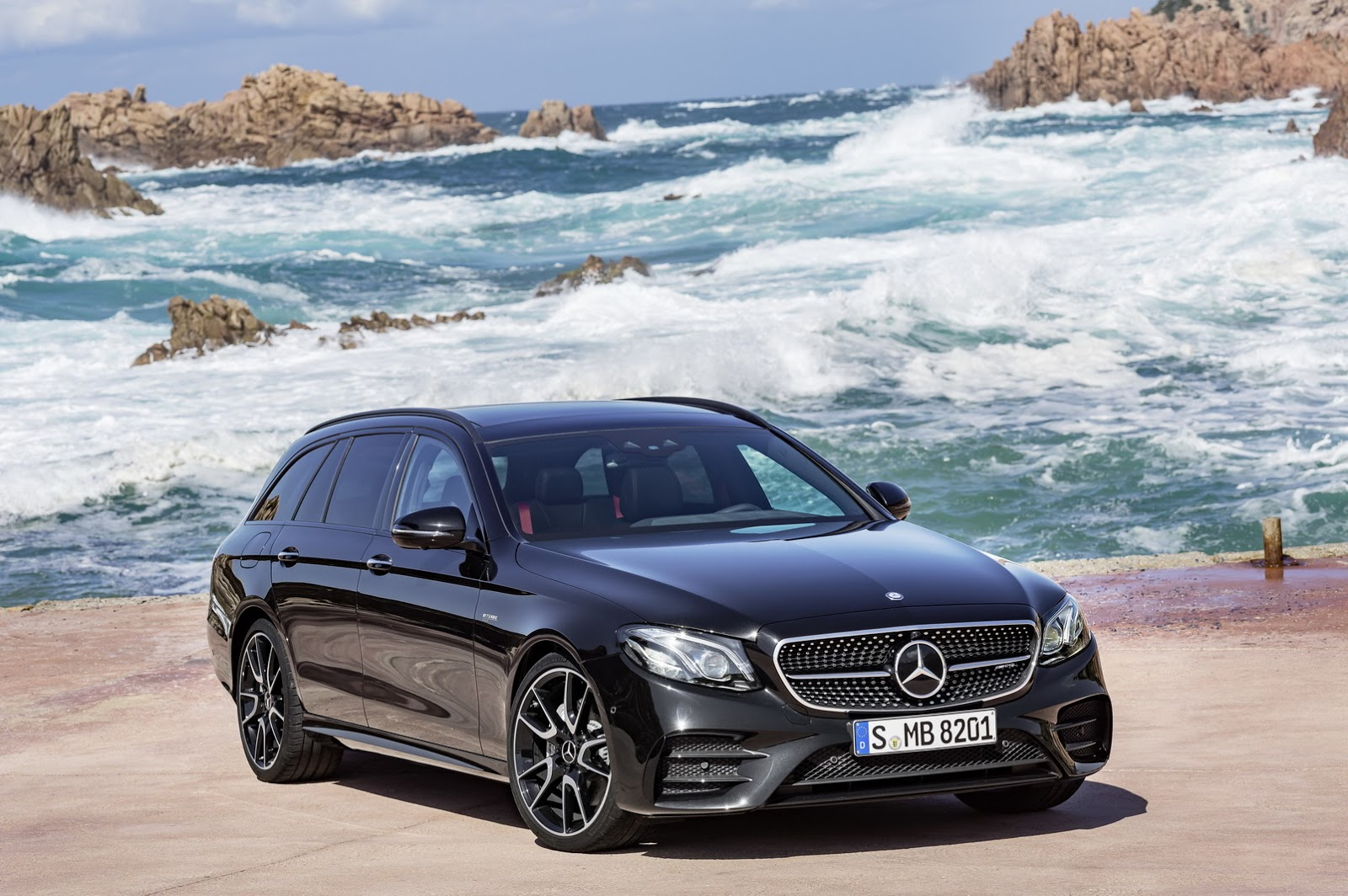 the new mercedes benz e class estate revealed warm amg e 43 variant gets our vote motoroids. Black Bedroom Furniture Sets. Home Design Ideas