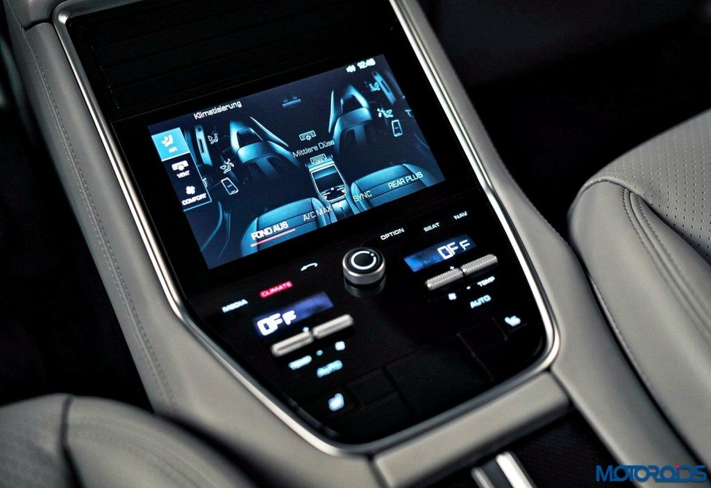 New 2017 Porsche Panamera interior (9)