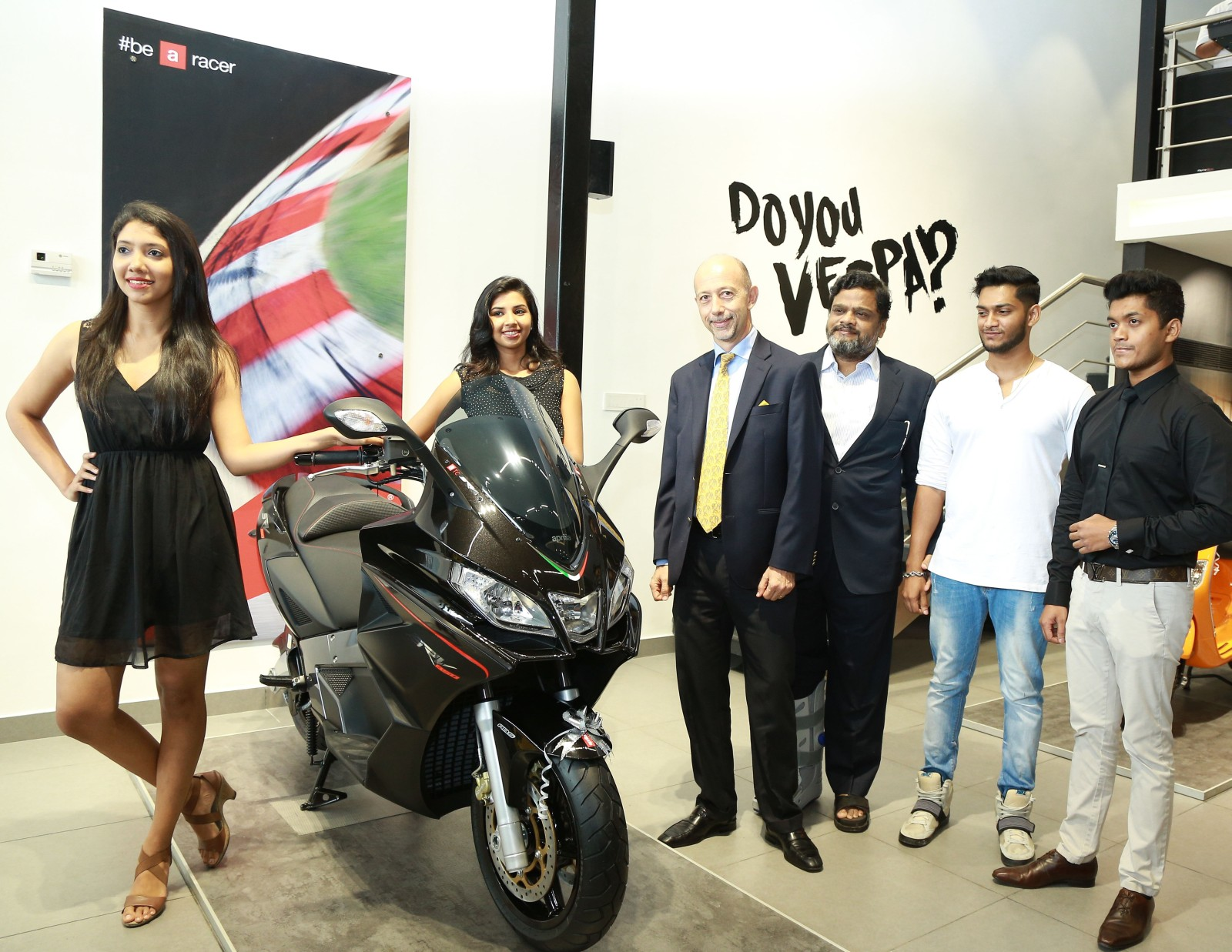 Piaggio India inaugurates Motoplex store in Kochi (1)