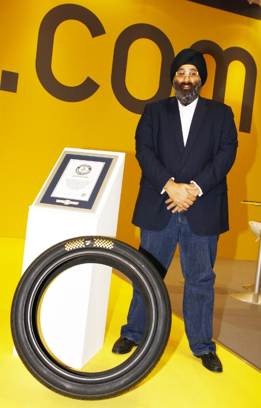 Z Tyre CEO Harjeev Kandhari with the World's most Expensive Tyre (PRNewsFoto/ZENISES DMCC)