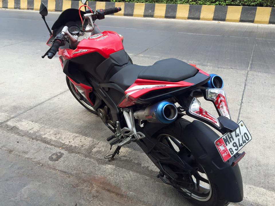 Bajaj Pulsar RS200 with a dual under seat exhaust system Marks Performance Racing Exhausts (1)