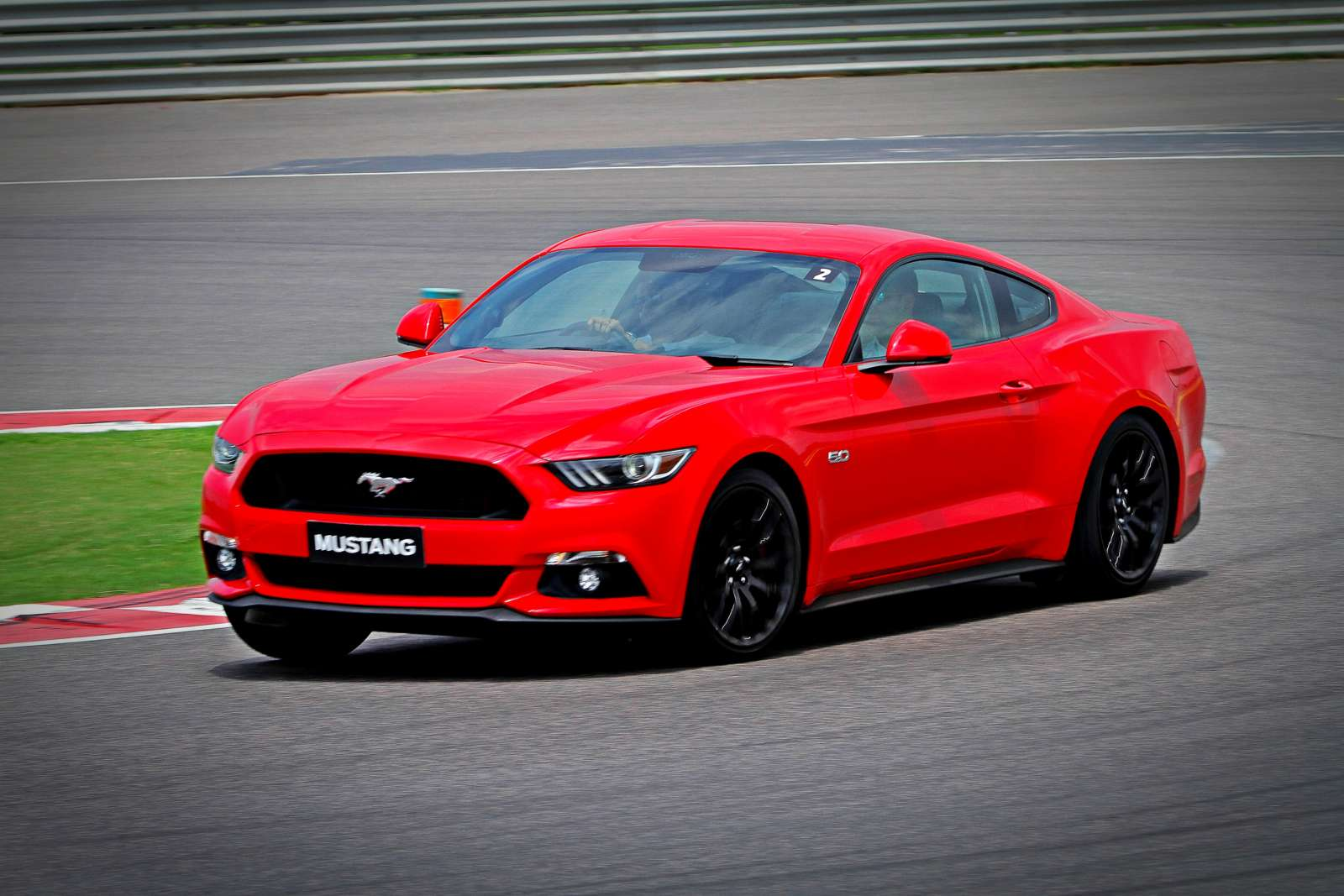 somebody has already crashed a ford mustang in mumbai motoroids. Black Bedroom Furniture Sets. Home Design Ideas