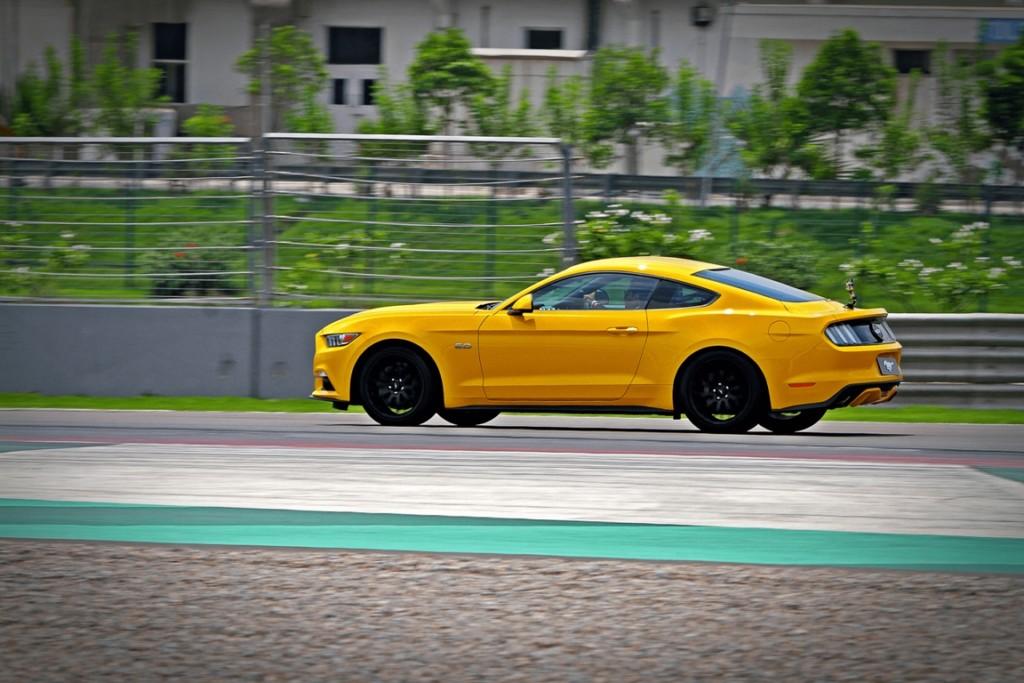 Ford-Mustang-Motoroids-7