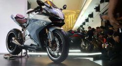 Customised Honda Cbr250rr Shares The Stage With The