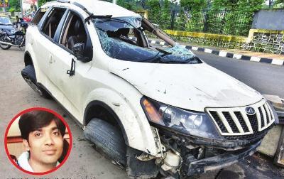 Mahindra XUV500 accident