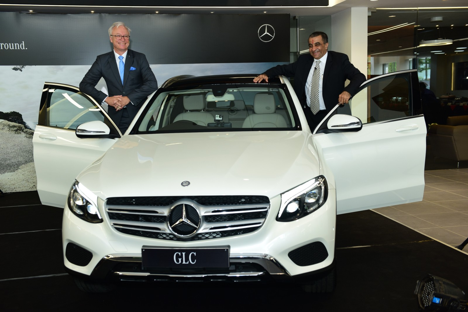Mercedes benz opens largest luxury car dealership in for The biggest mercedes benz