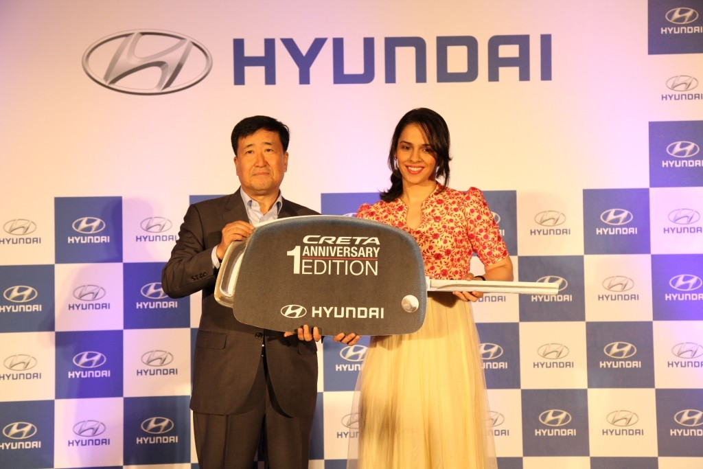 Mr. Y K Koo, Managing Director and CEO, Hyundai Motor India Ltd. presenting Hyundai Creta 1st Anniversarry