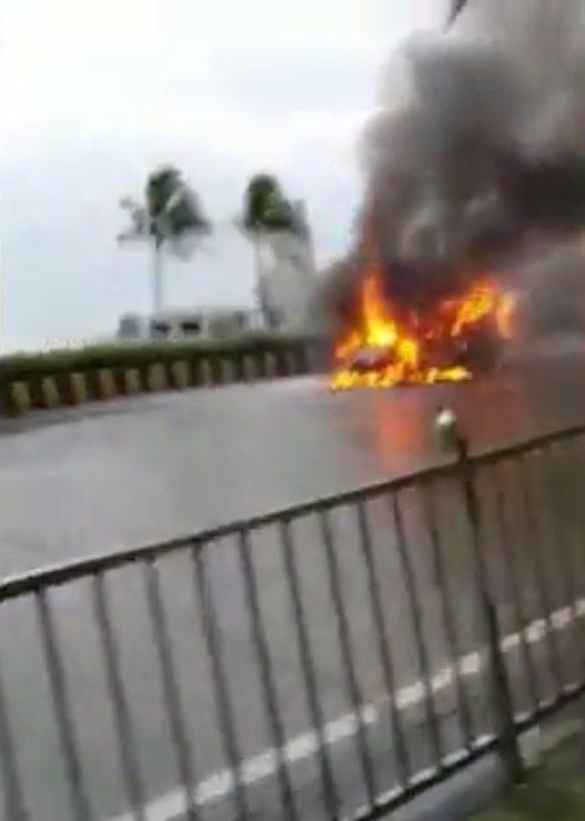 Skoda Rapid catches fire Haji Ali 1