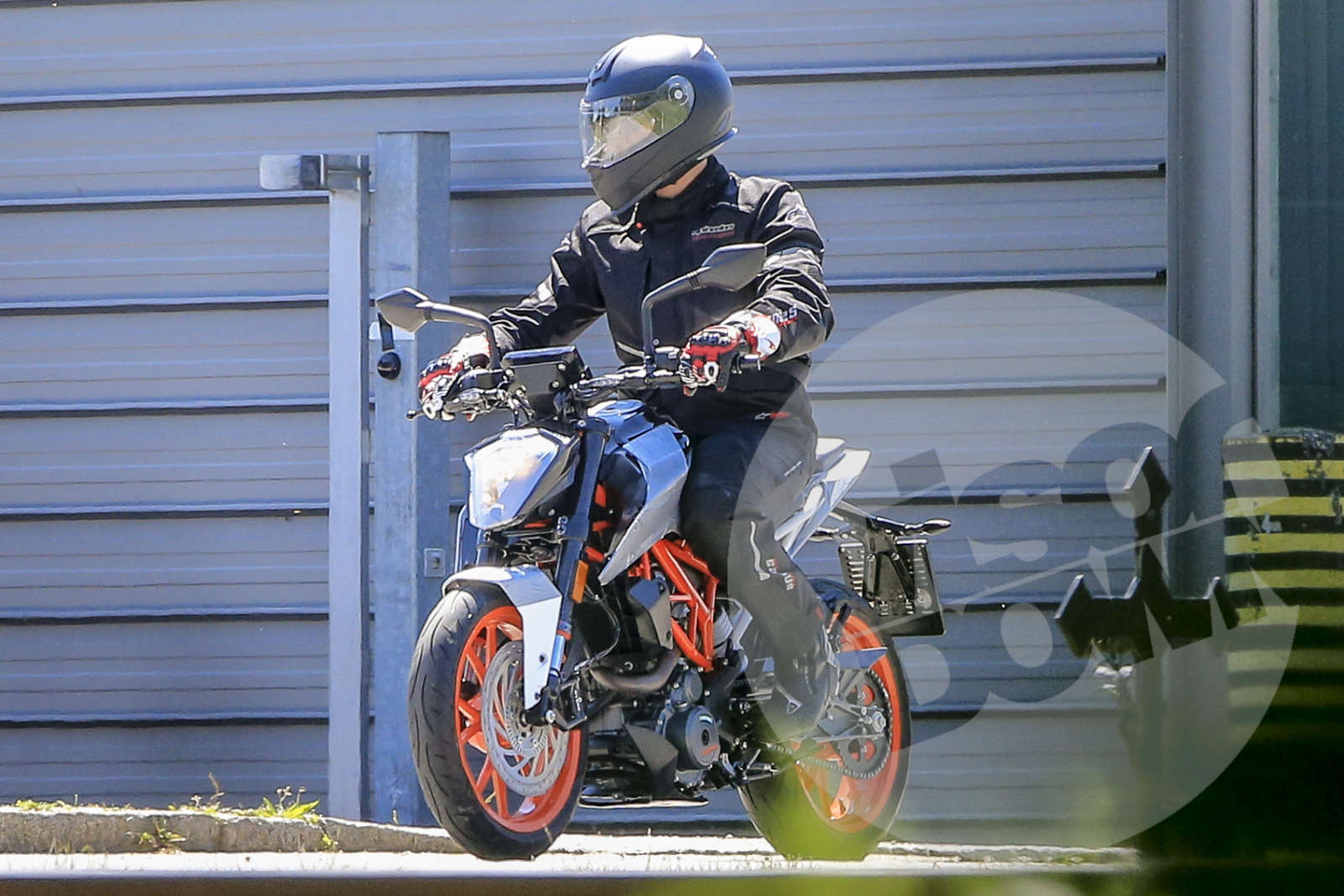 Upcoming 2017 KTM 125-390 Duke