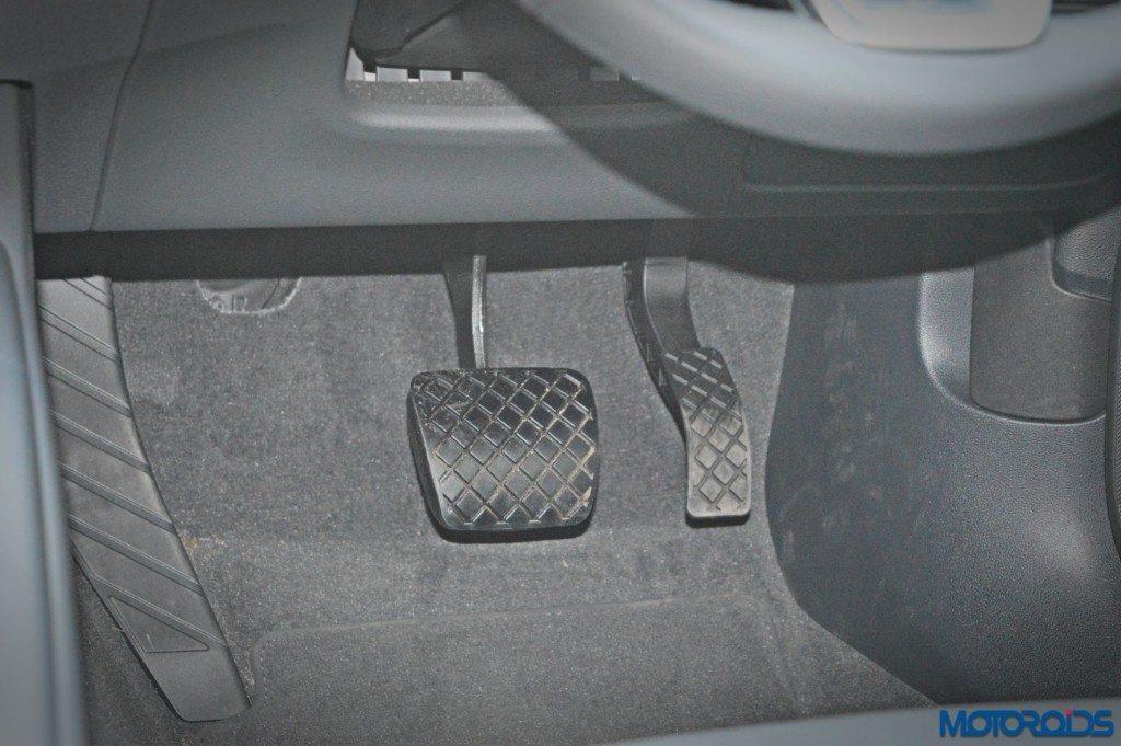 2016 Audi A4 Footwell(2)