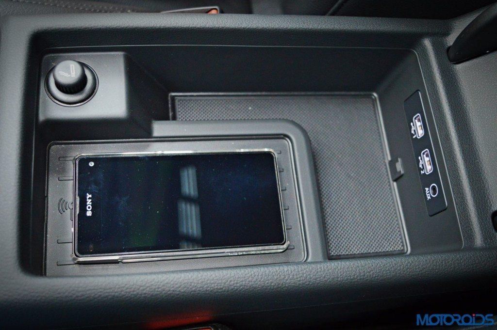 2016 Audi A4 Phone Box (13)