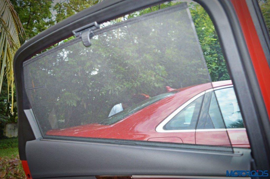 2016 Audi A4 rear window blind (8)