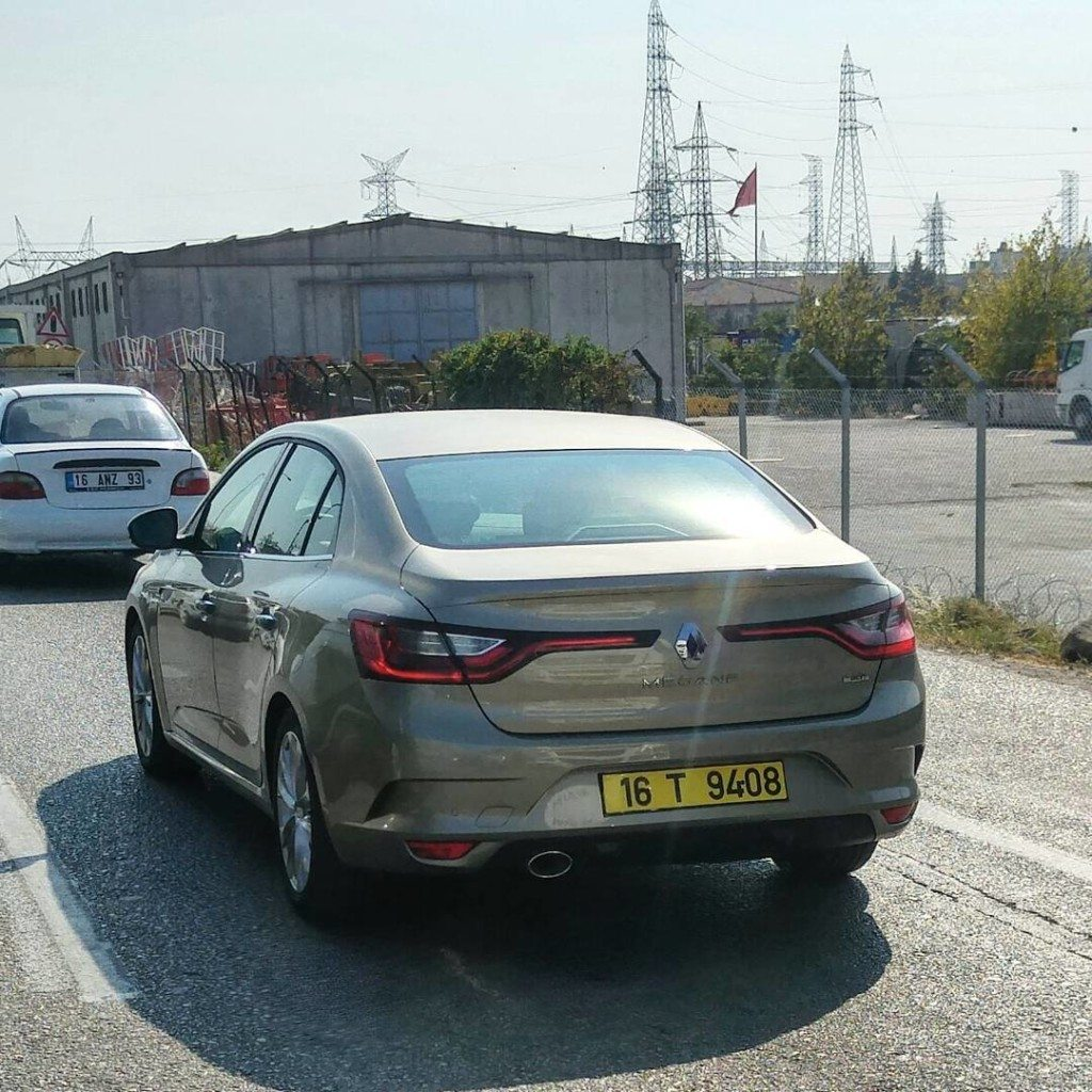2016 Renault Fluence (1)