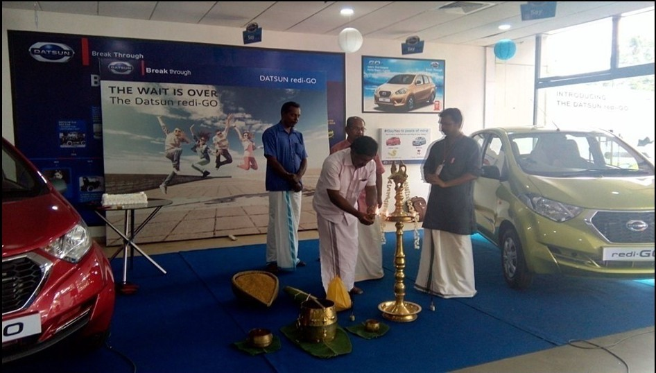 310 units of the Datsun redi-GO delivered to customers in Kerala during Chingam festivites (3)