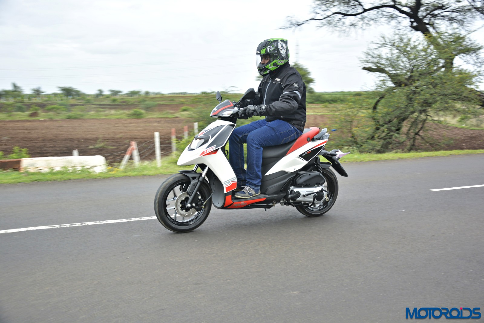 Aprilia SR 150 Review - Action Shots (10)