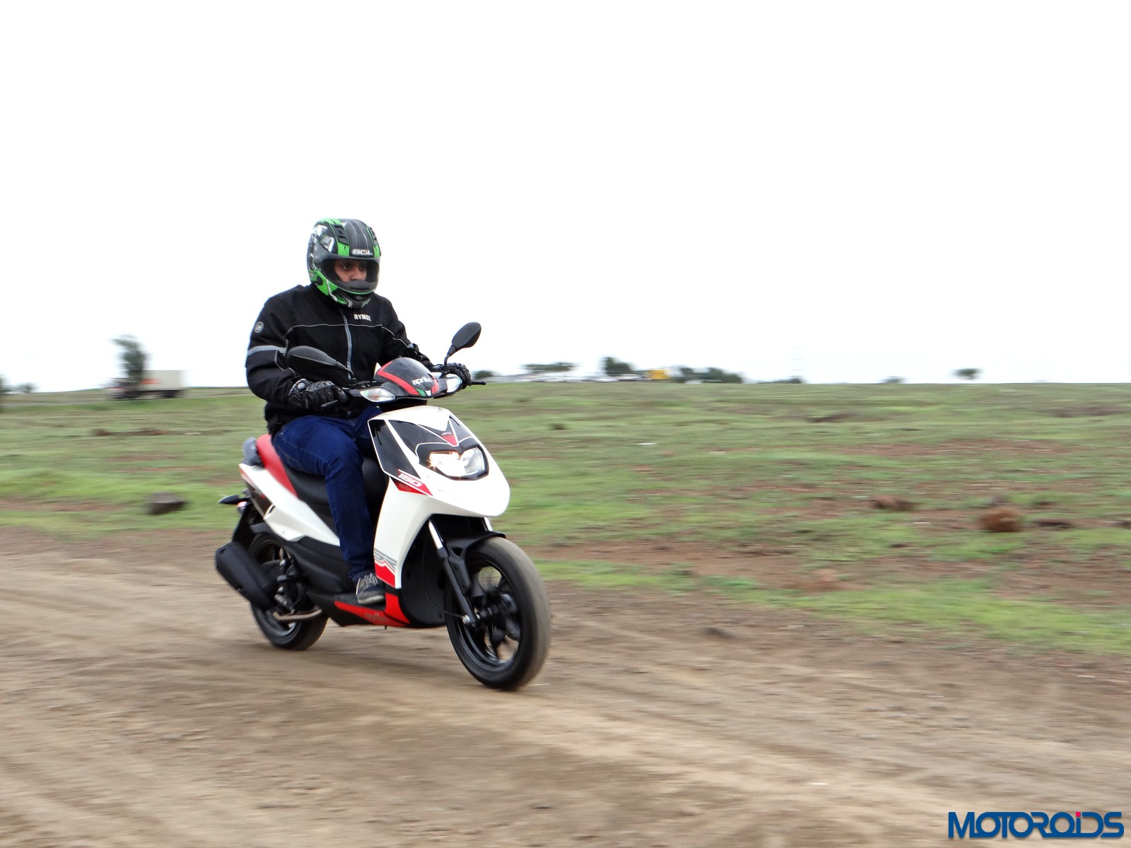Aprilia SR 150 Review - Action Shots (2)