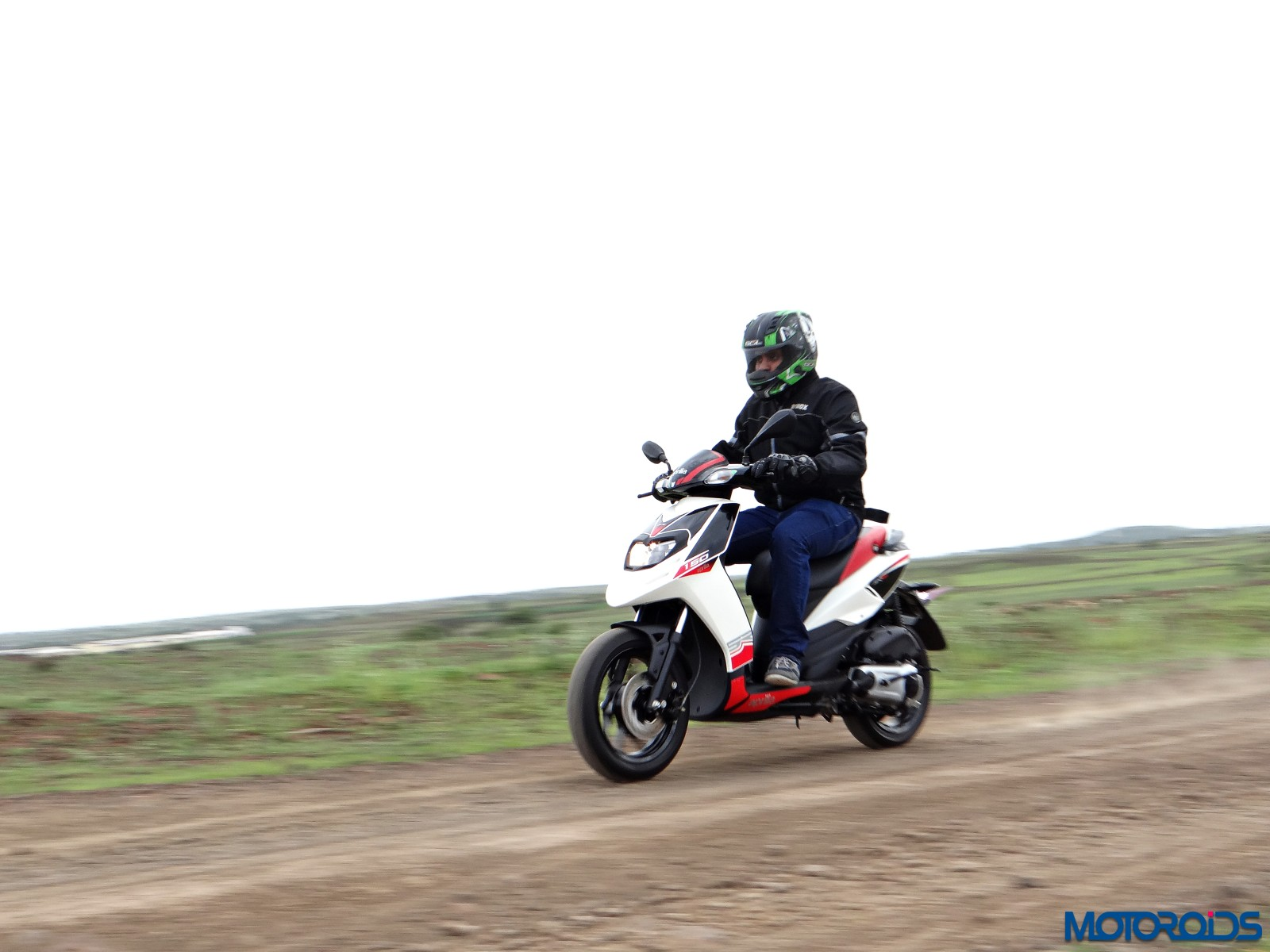 Aprilia SR 150 Review - Action Shots (3)