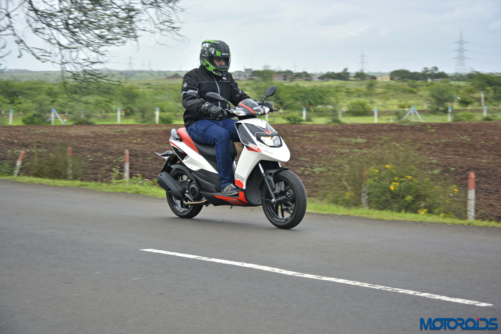 Aprilia SR 150 Review - Action Shots (6)