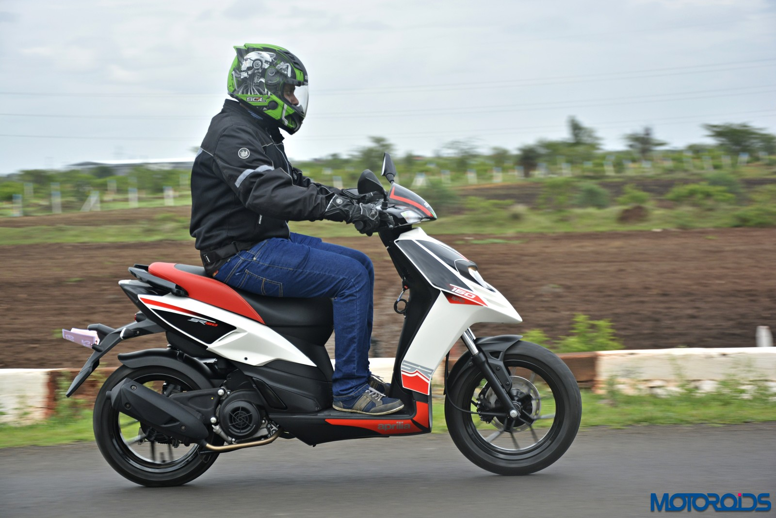 Aprilia SR 150 Review - Action Shots (9)