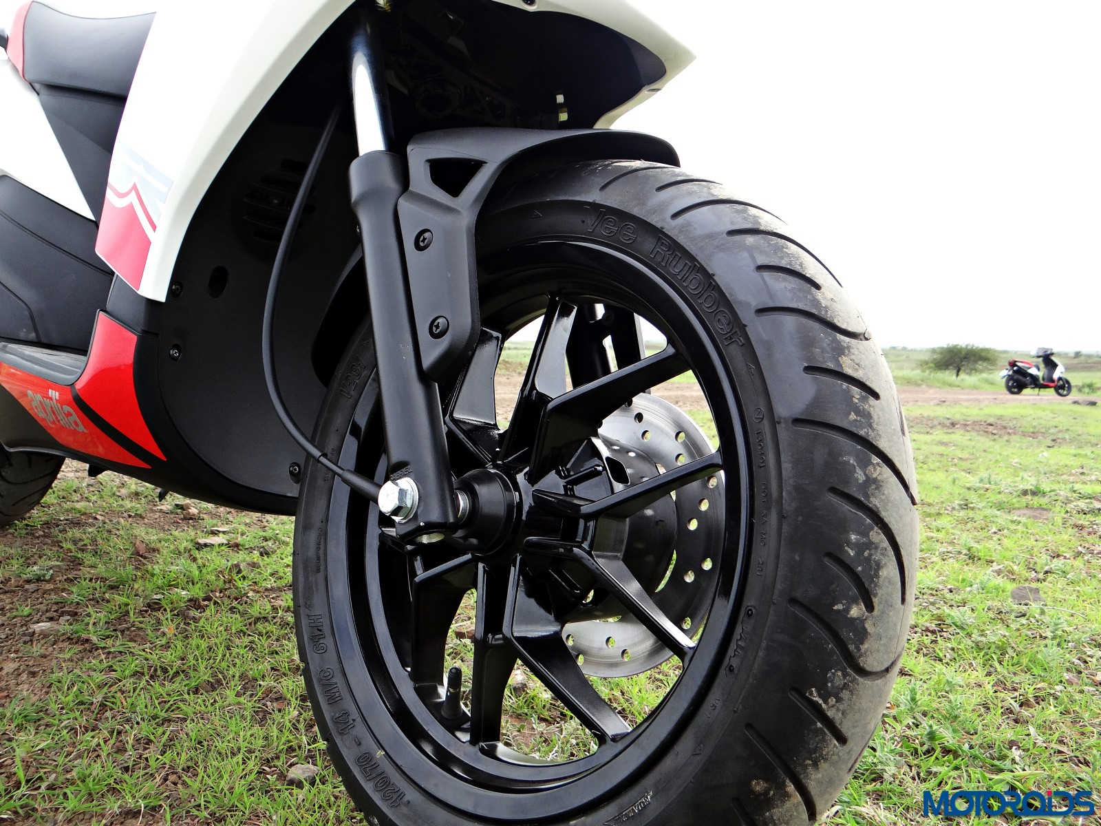 Aprilia SR 150 Review - Details - Wheels (2)