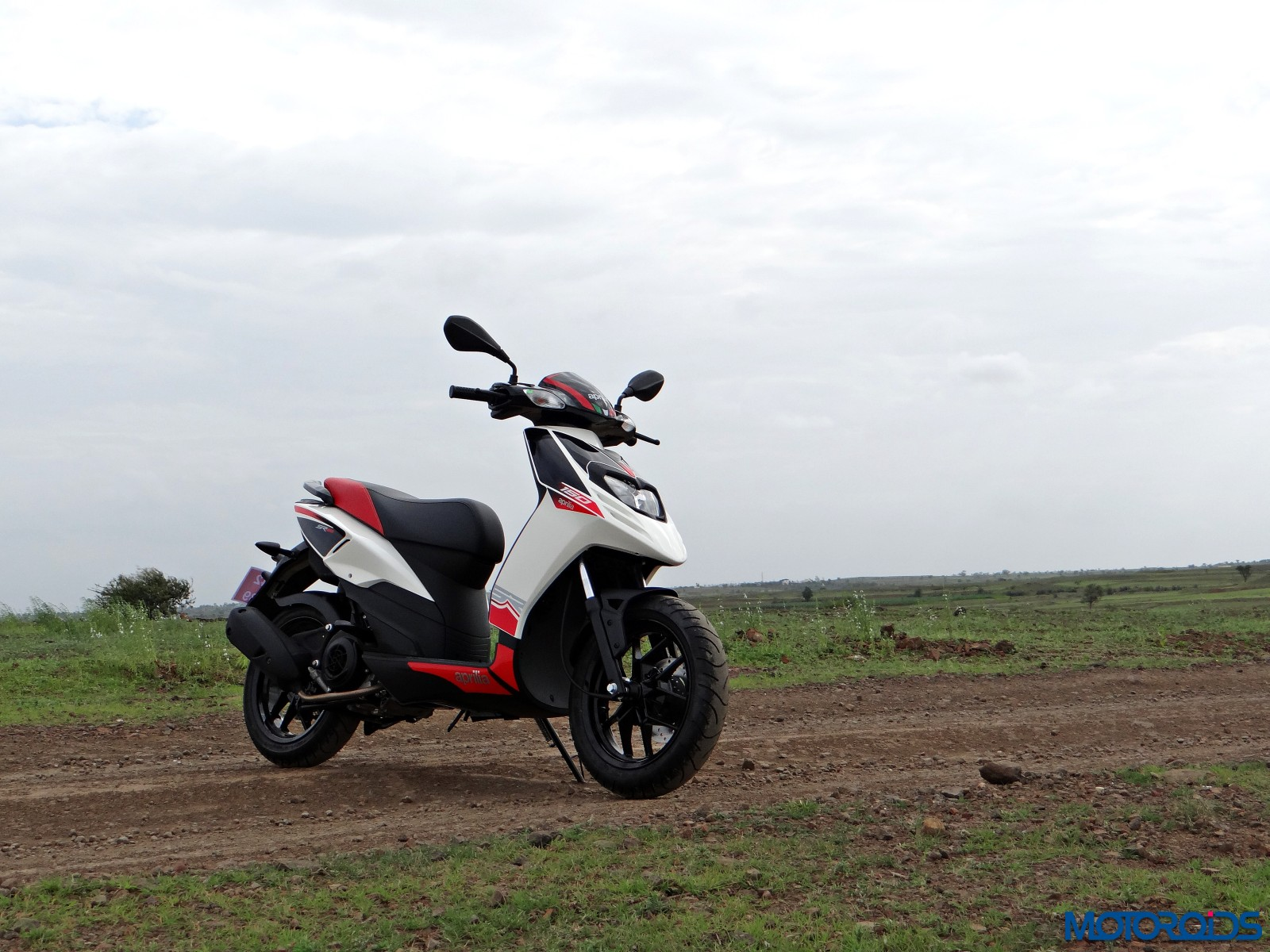 Aprilia SR 150 Review - Still Shots (12)