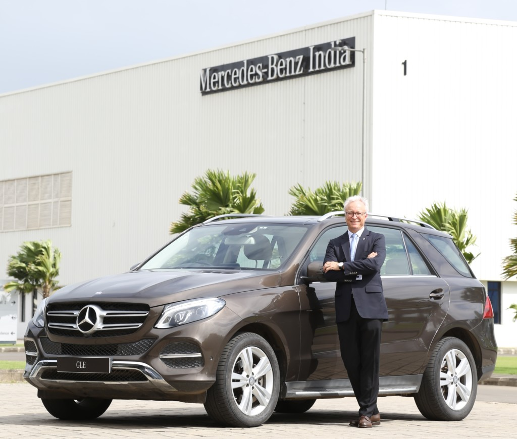 Mr-Roland-Folger-MD-and-CEO-Mercedes-Benz-India-with-the-Mercedes-Benz-GLE-400-4MATIC-1024x870