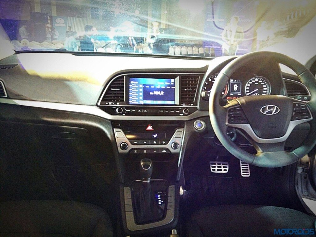 New Hyundai Elantra interior (1)