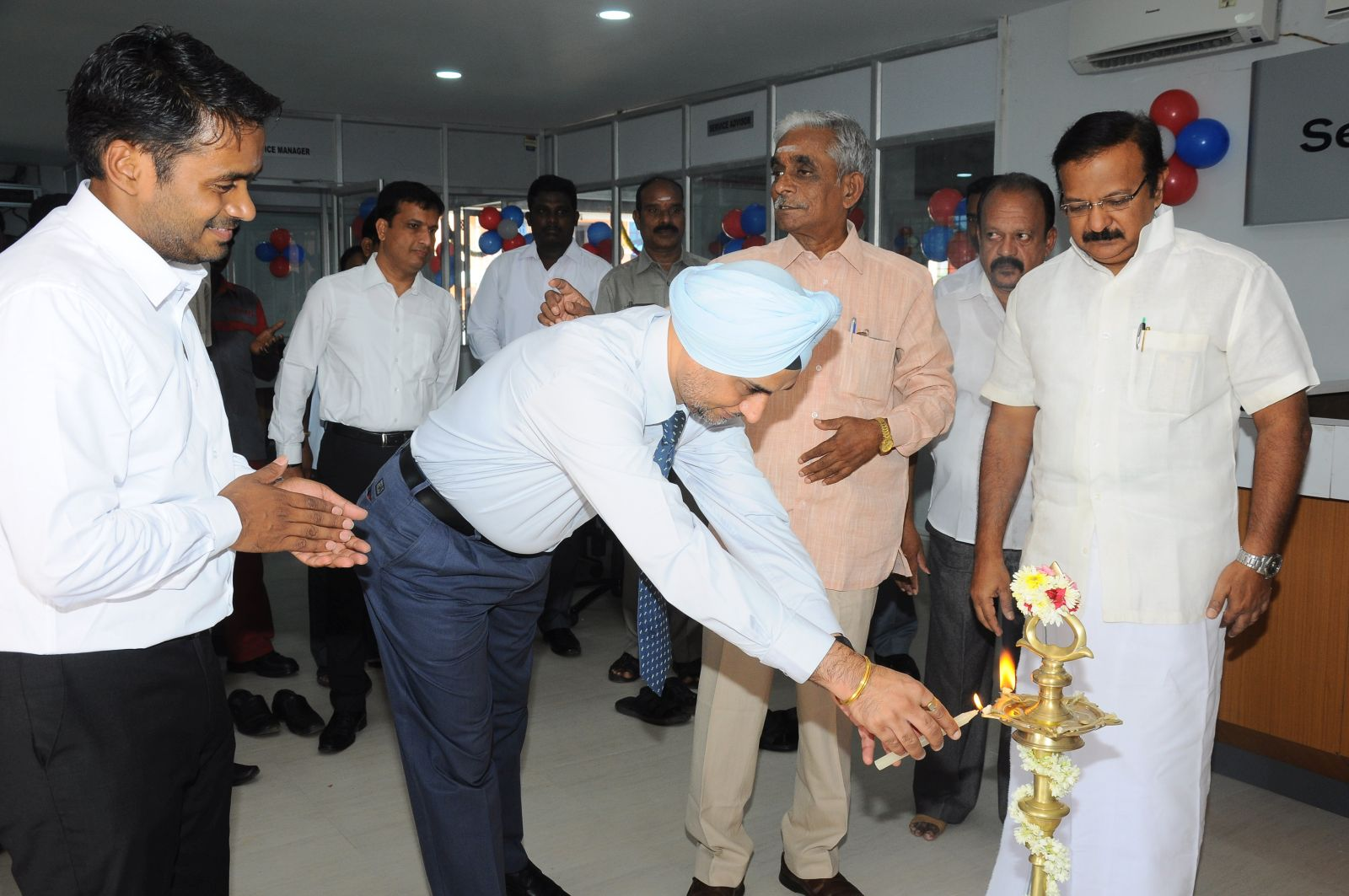 Nissan India opens new dealership in Puducherry (1)