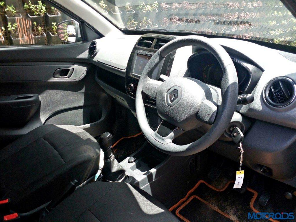 Renault Kwid 1.0L SCe Front dash (1)