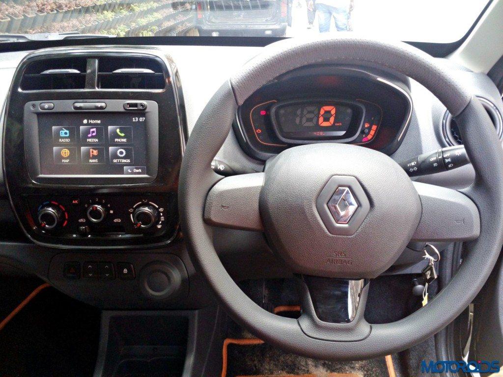 Renault Kwid 1.0L SCe Front dash (6)