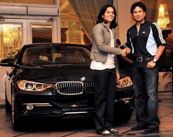 Sachin-Tendulkar-Gifting-BMW-To-Saina-Nehwal-in-2012
