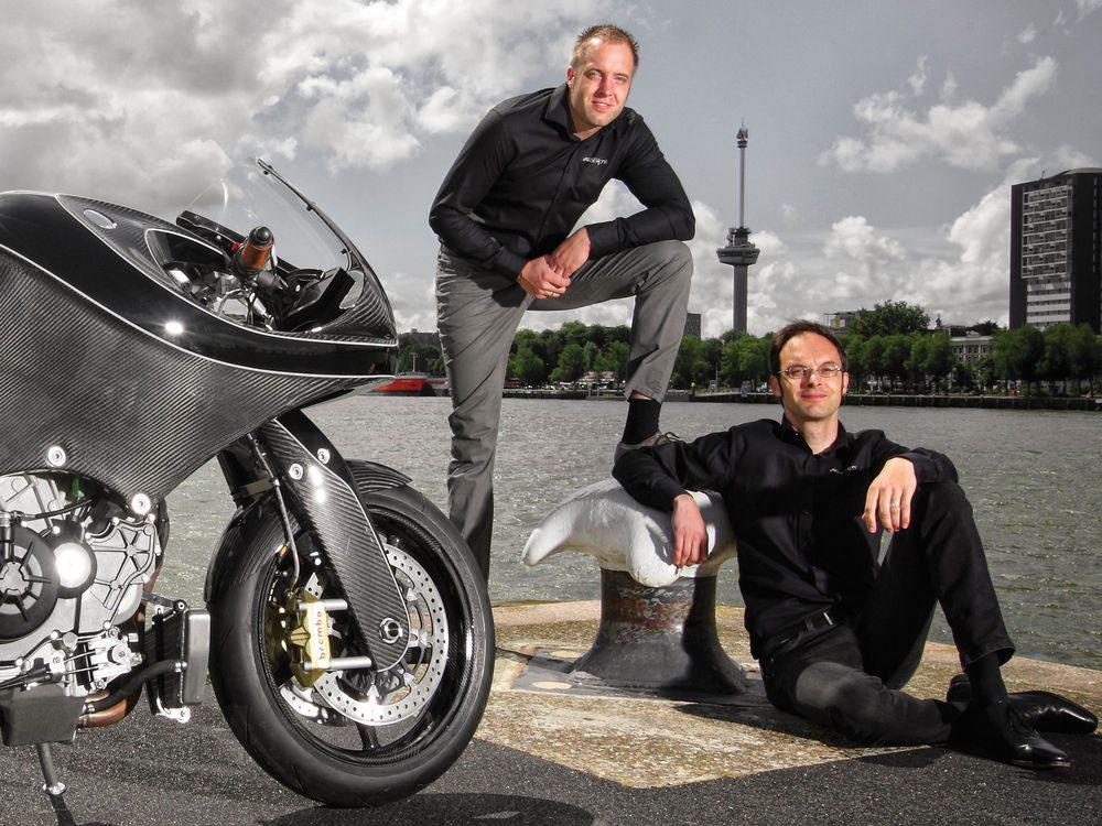 VanderHeide CarbonFibre Motorcycle (3)