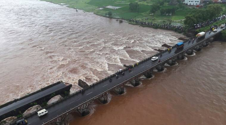 bridge on Mumbai-Goa highway crumbles (1)