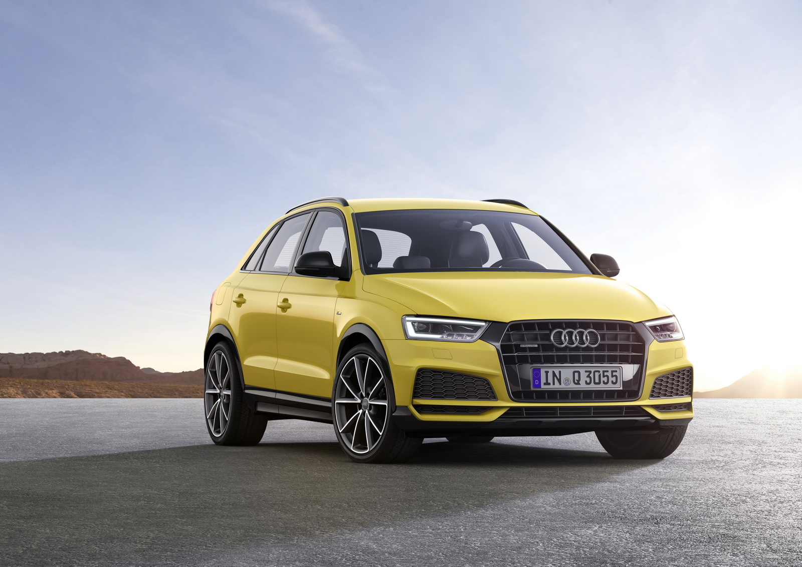 the audi q3 receives a light nip and tuck for 2017 motoroids. Black Bedroom Furniture Sets. Home Design Ideas