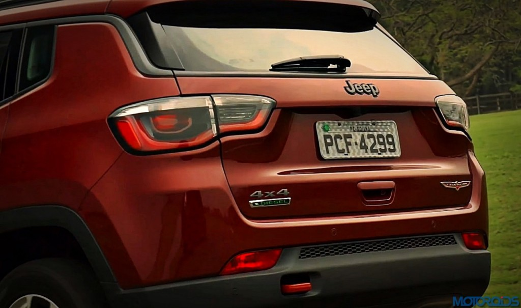 2017-jeep-compass-rear