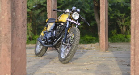 Bajaj Pulsar 150 turns into a Custom Cafe Racer by The Hustler Moto; christened The Maniac