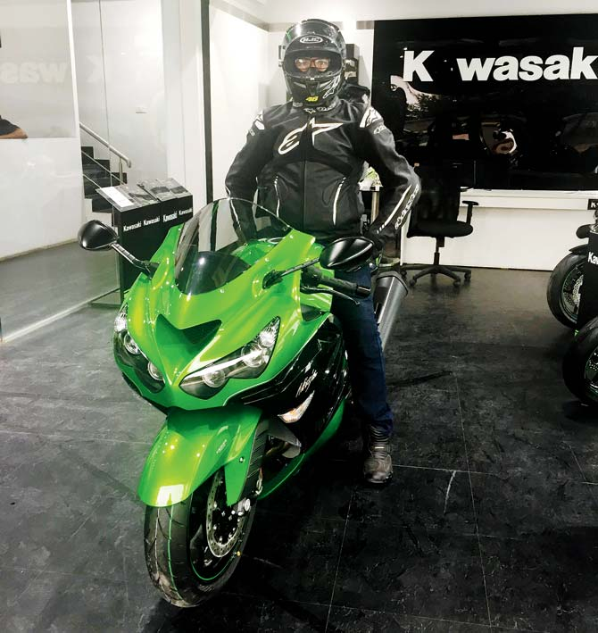 kawasaki-zx-14r-owner-takes-off-with-bike-1
