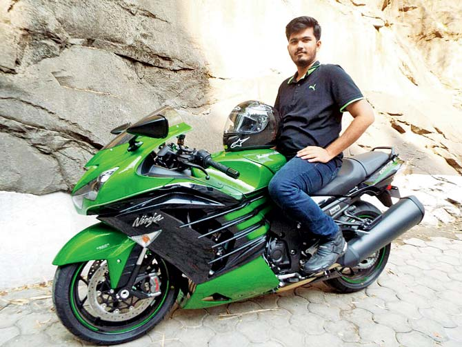 kawasaki-zx-14r-owner-takes-off-with-bike-2