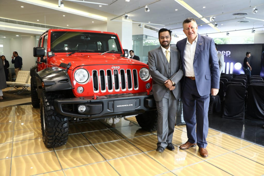 mr-kevin-flynn-president-and-managing-director-fca-india-inaugurated-indias-first-jeep-destination-store-in-ahmedabad-2