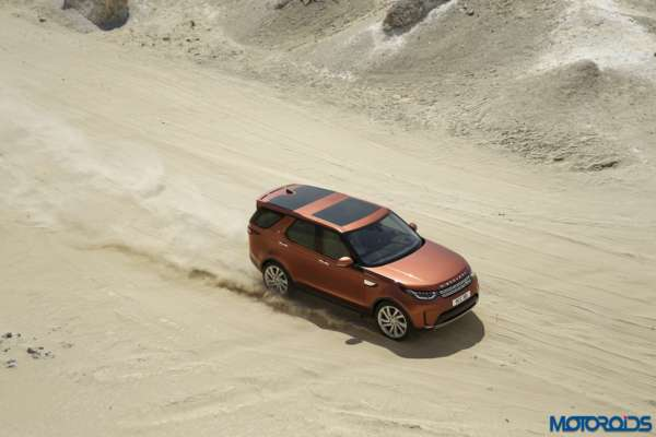 New-2017-Land-Rover-Discovery-30-600x400